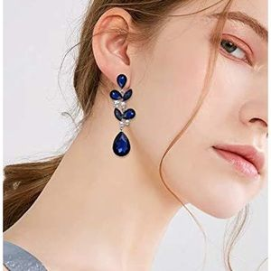 Jewelry - NEW Blue Cystal Teardrops Earrings Set